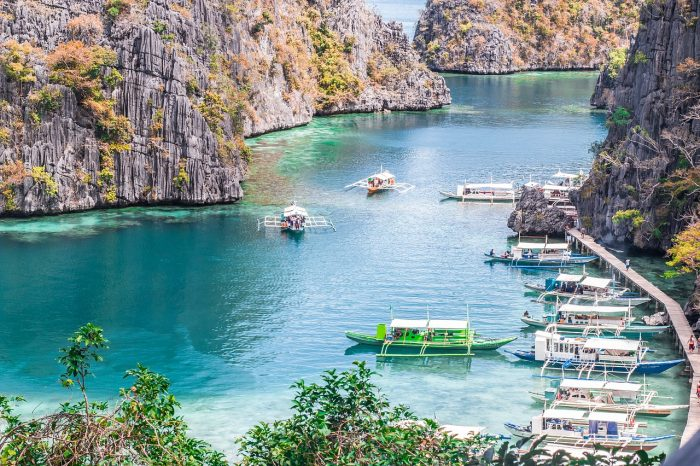 The beautiful natural attractions of Coron